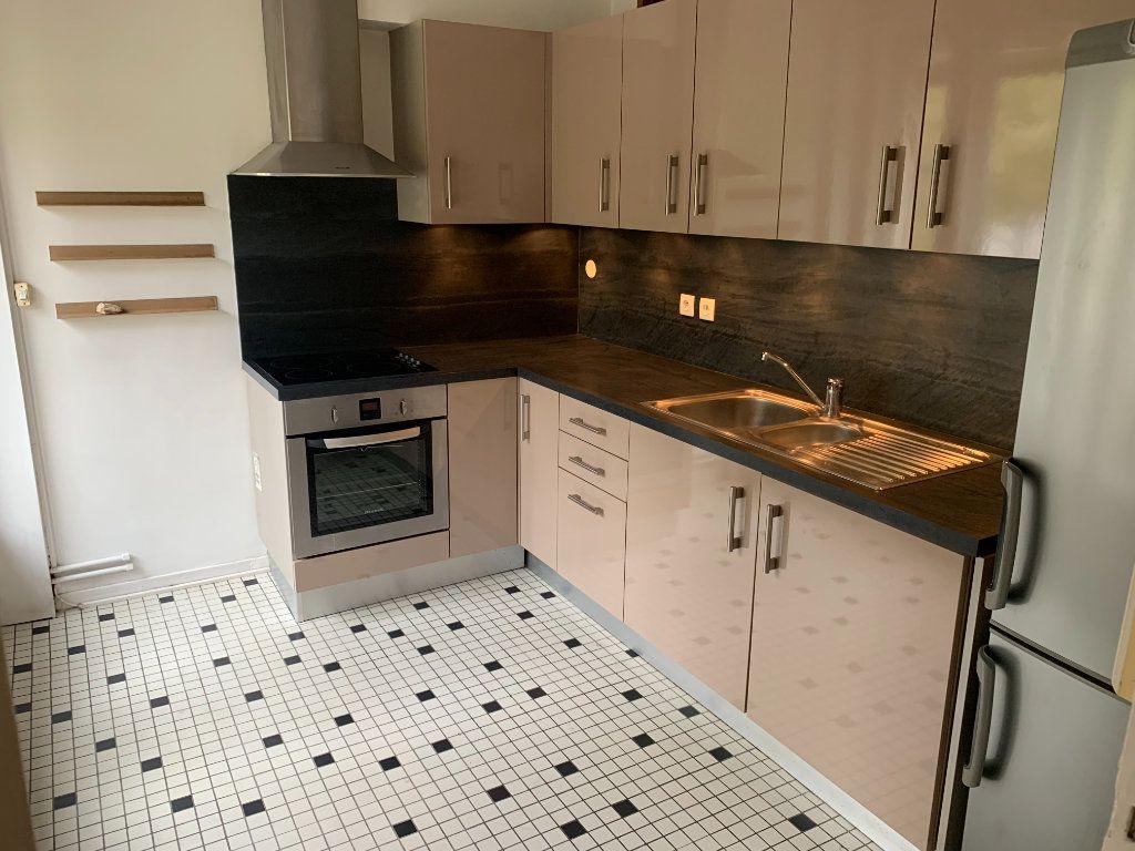 Appartement à louer 2 56.51m2 à Valenciennes vignette-2
