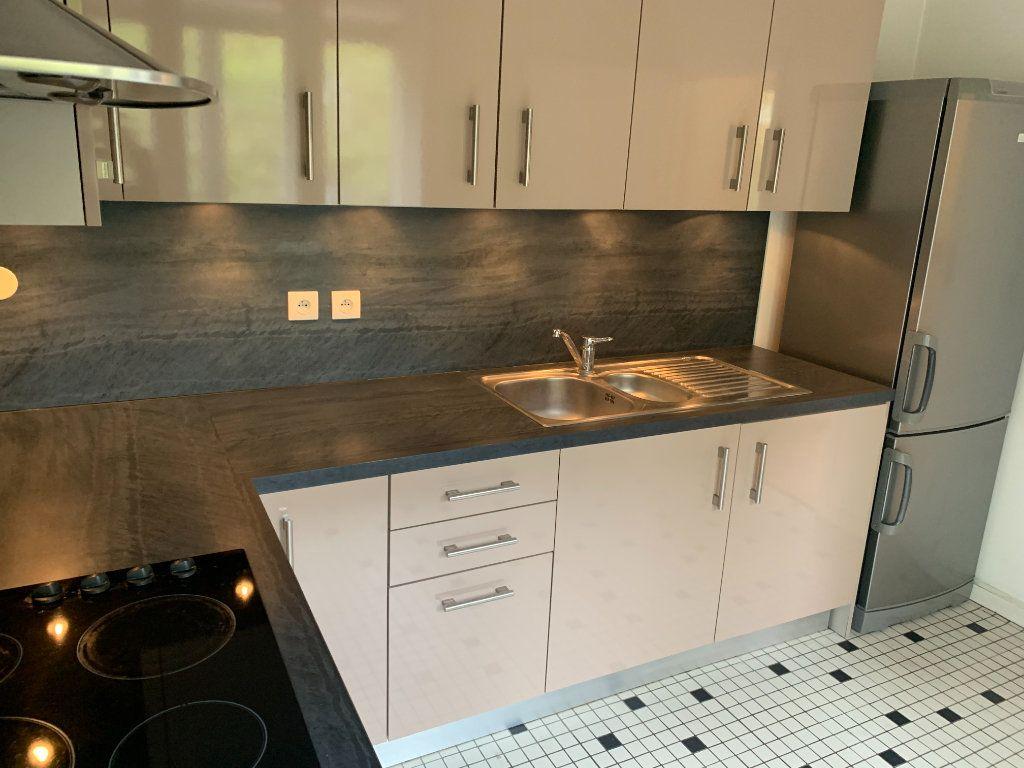 Appartement à louer 2 56.51m2 à Valenciennes vignette-3