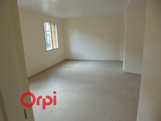 Appartement à louer 3 76.23m2 à Broglie vignette-1