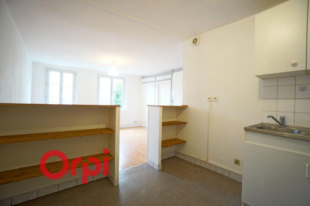 Appartement à louer 3 51.2m2 à Bernay vignette-3