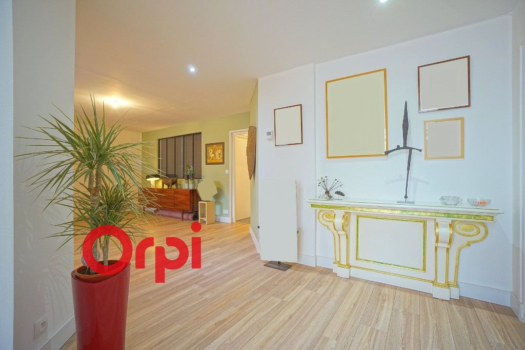 Appartement à vendre 4 130.83m2 à Bernay vignette-4