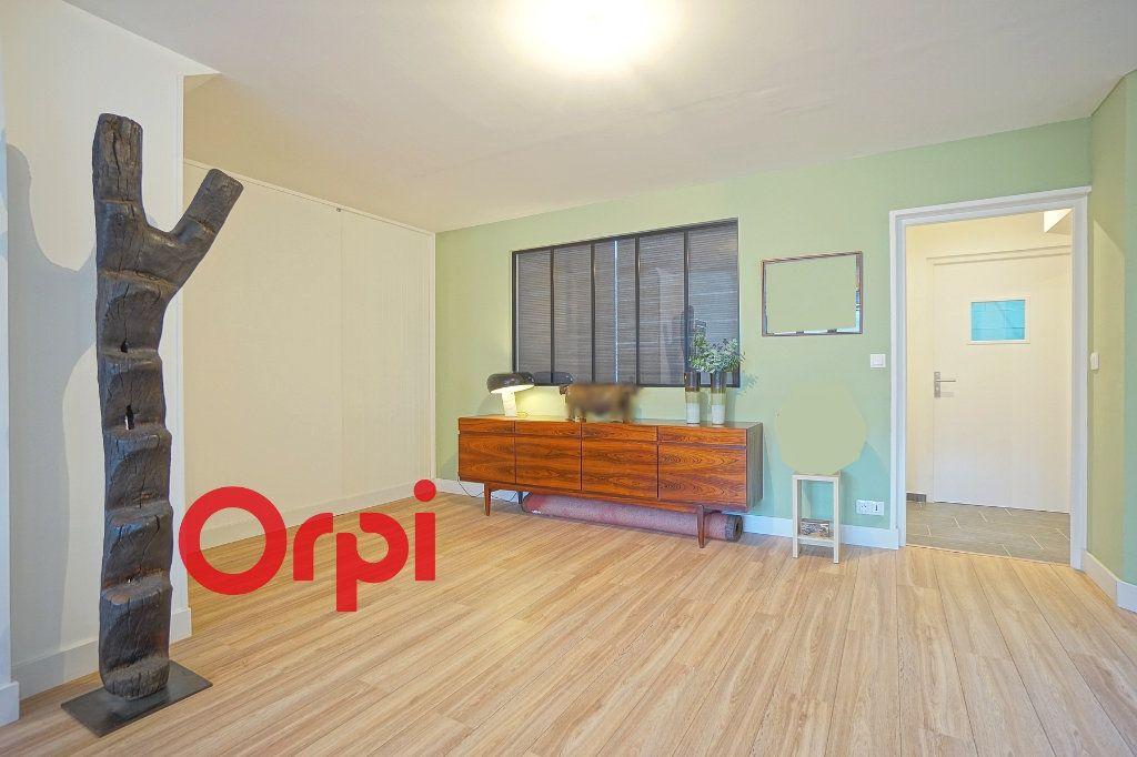Appartement à vendre 4 130.83m2 à Bernay vignette-6