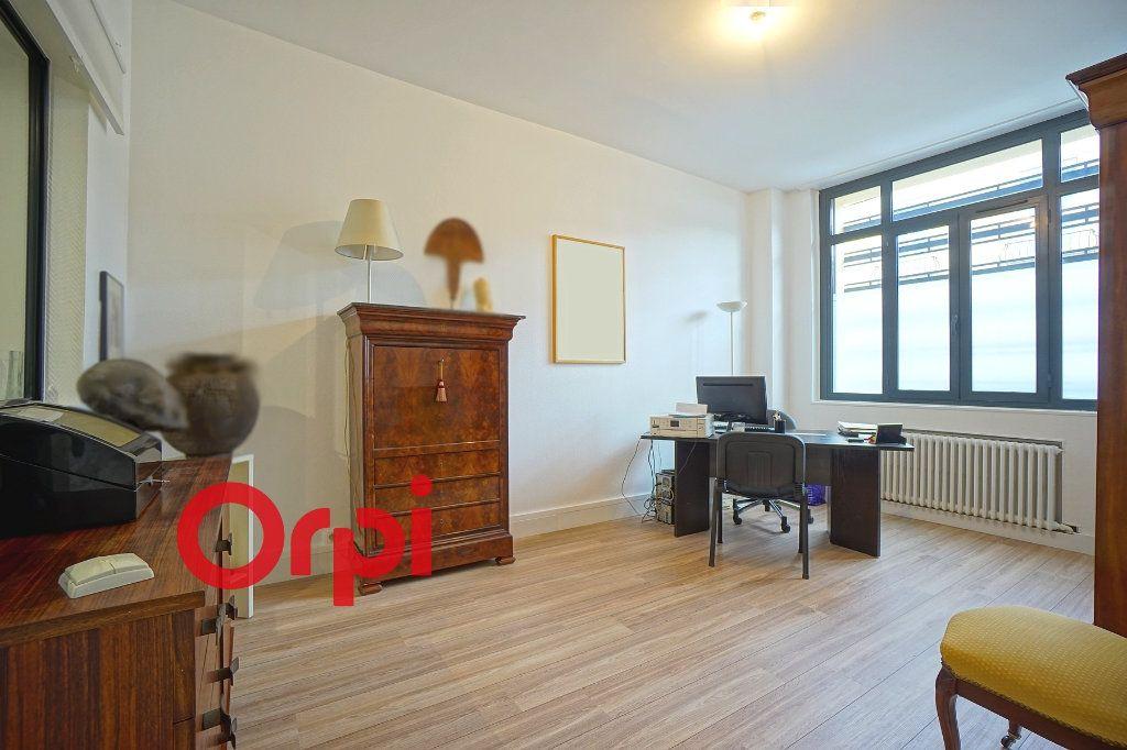 Appartement à vendre 4 130.83m2 à Bernay vignette-9