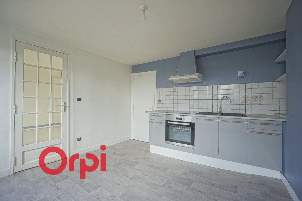 Appartement à louer 3 52.61m2 à Bernay vignette-2