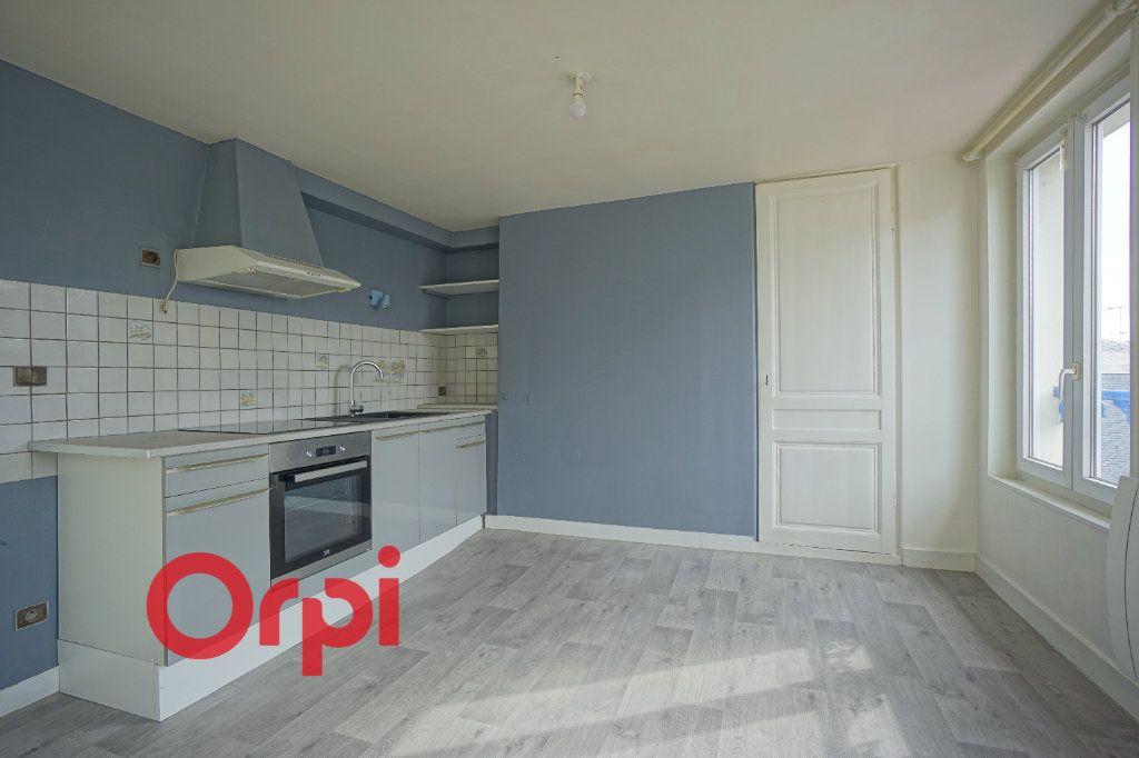 Appartement à louer 3 52.61m2 à Bernay vignette-3
