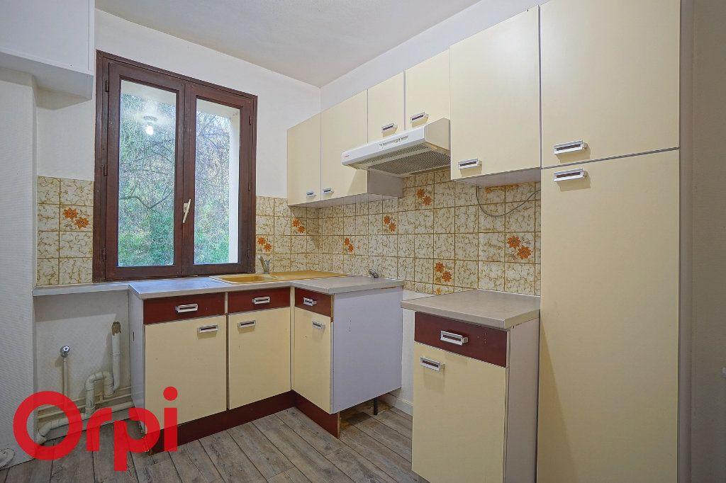 Appartement à louer 3 57.32m2 à Bernay vignette-2