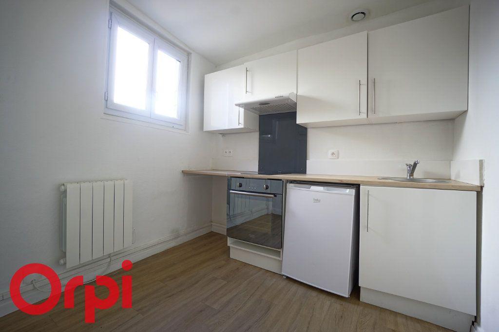 Appartement à louer 1 25.99m2 à Bernay vignette-1