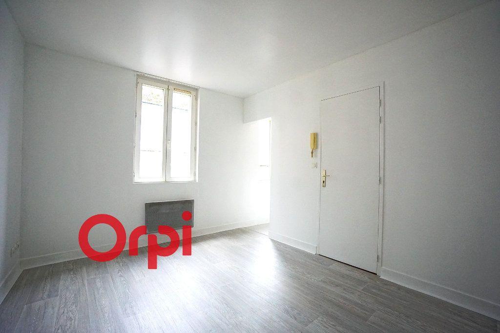 Appartement à louer 2 28.02m2 à Bernay vignette-1