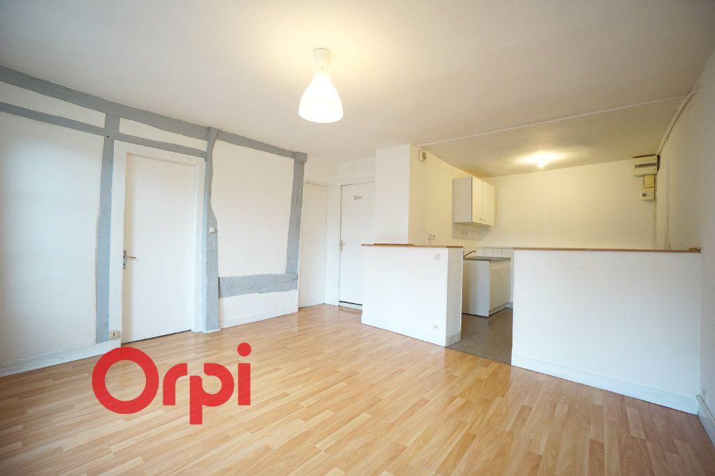 Appartement à louer 3 51.2m2 à Bernay vignette-1