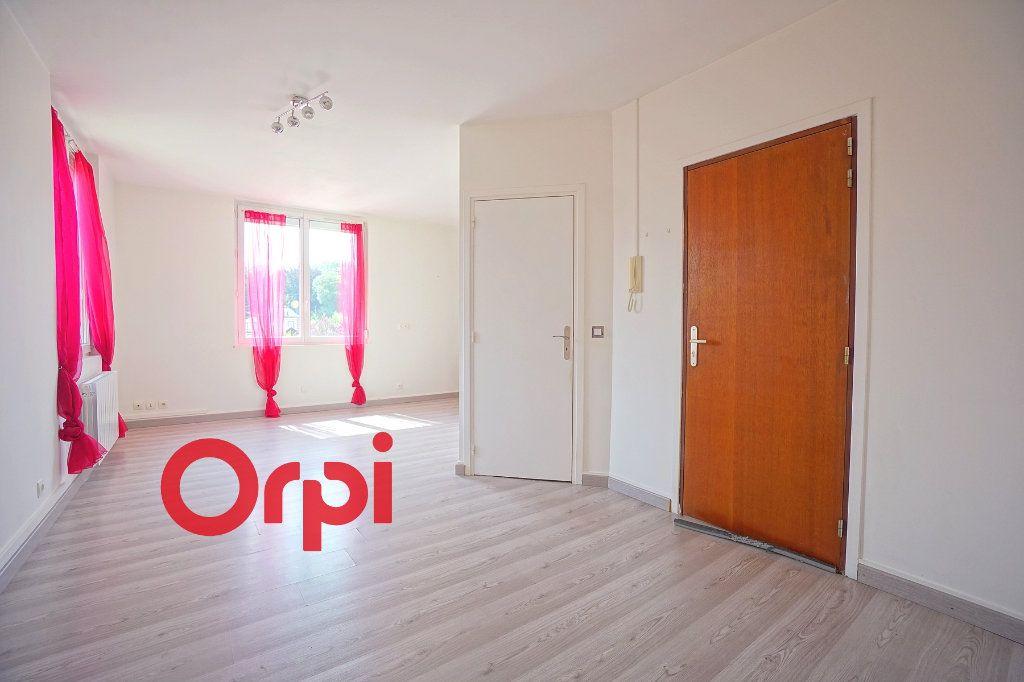 Appartement à louer 2 36m2 à Bernay vignette-1