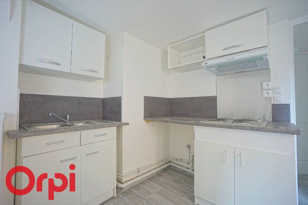 Appartement à louer 3 44.38m2 à Bernay vignette-1