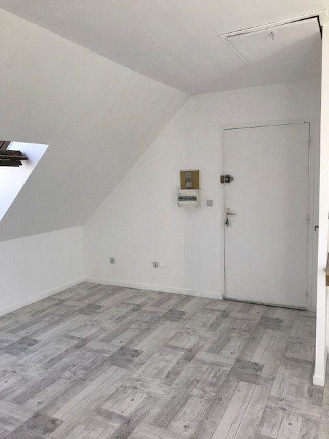 Appartement à louer 1 18.68m2 à Moussy-le-Vieux vignette-1