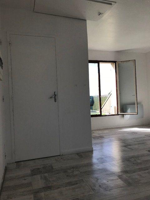 Appartement à louer 1 18.68m2 à Moussy-le-Vieux vignette-3