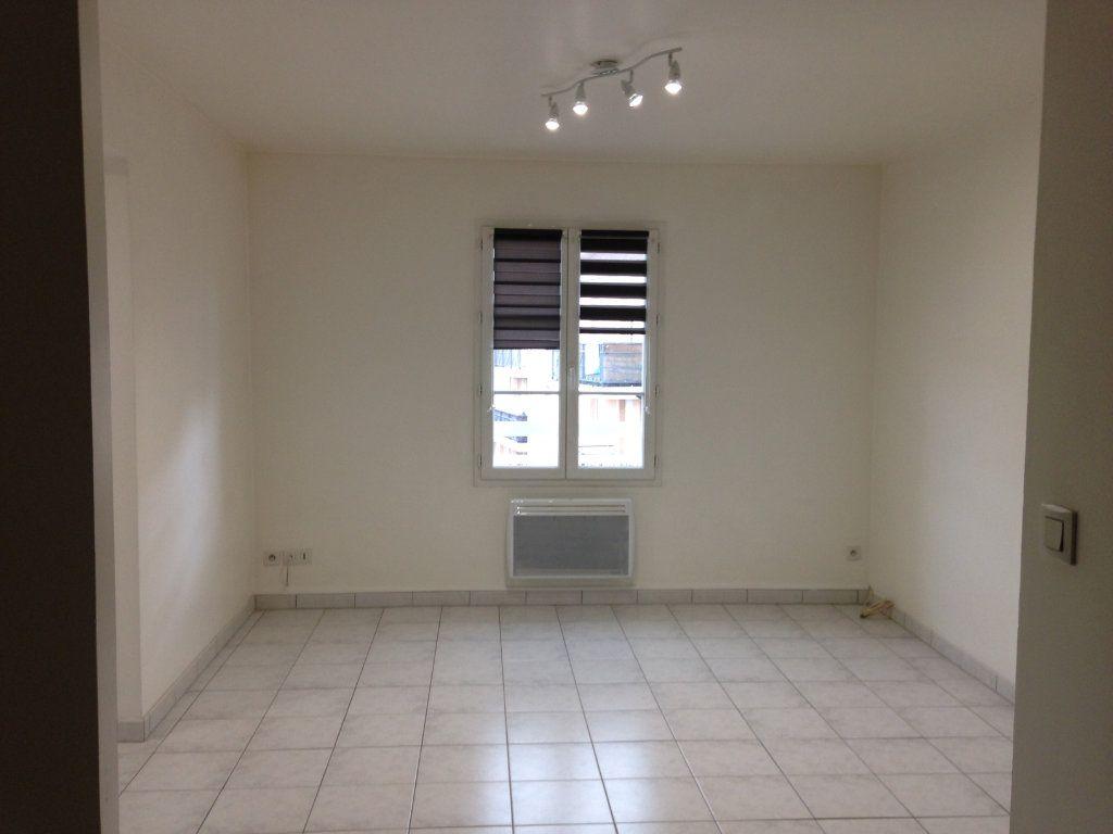 Appartement à louer 3 55m2 à Nanteuil-le-Haudouin vignette-1