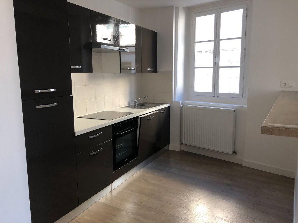 Appartement à louer 3 84.3m2 à Senlis vignette-3