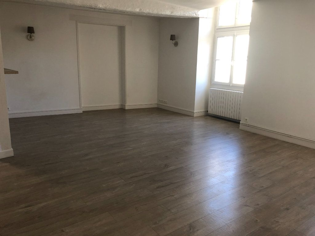 Appartement à louer 3 84.3m2 à Senlis vignette-8