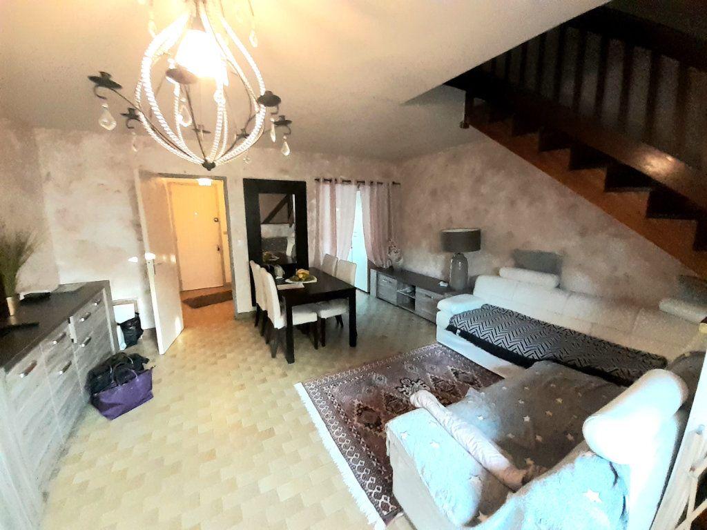 Maison à louer 3 67m2 à Ermenonville vignette-1