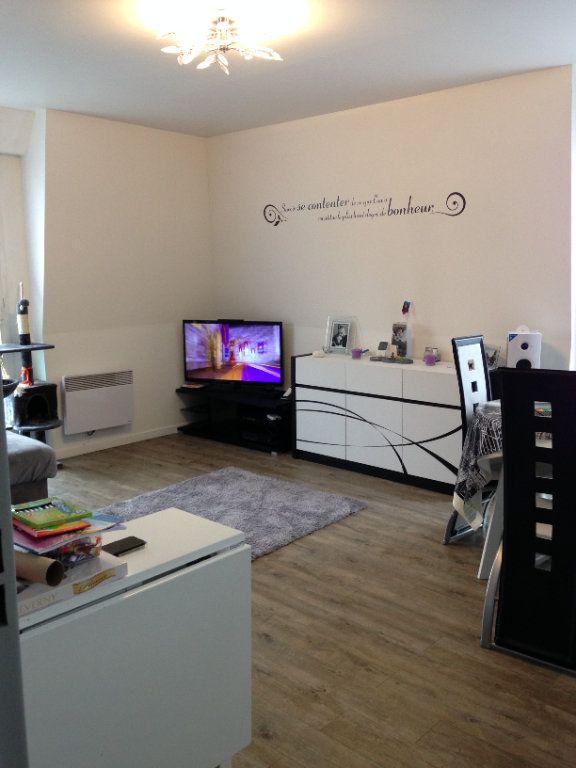 Appartement à louer 3 58.55m2 à Le Plessis-Belleville vignette-1