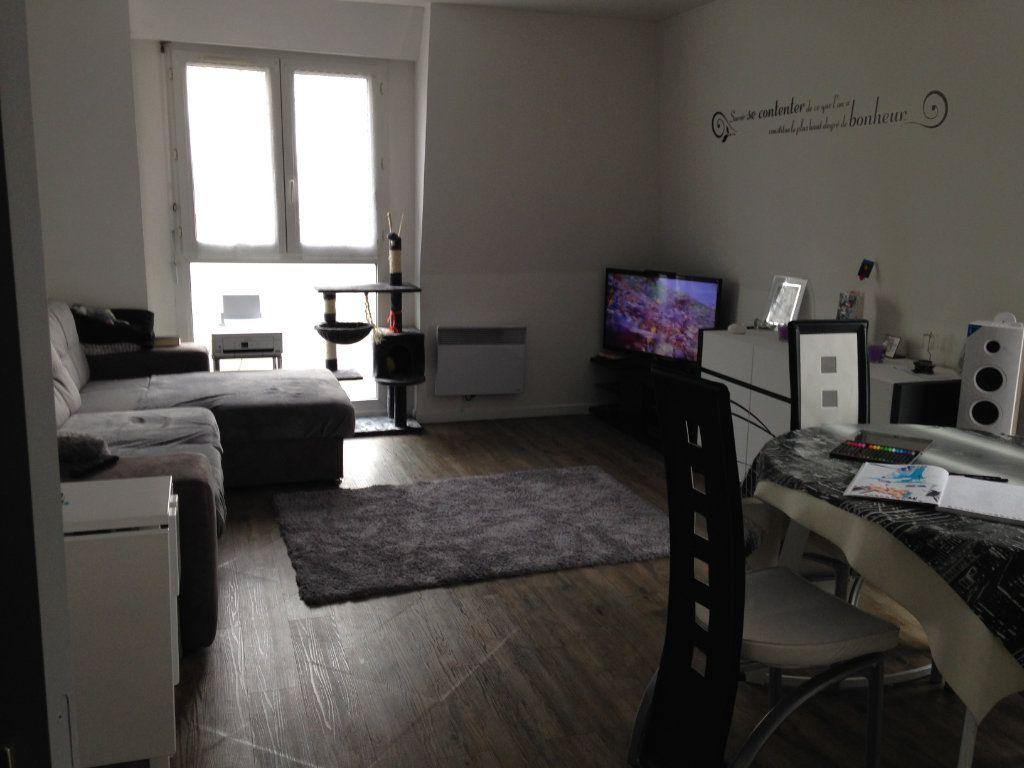 Appartement à louer 3 58.55m2 à Le Plessis-Belleville vignette-4