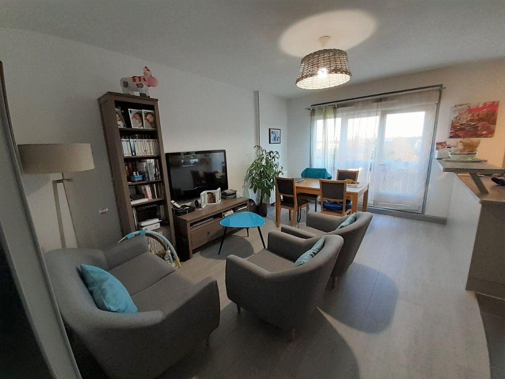 Appartement à louer 3 65.56m2 à Senlis vignette-1