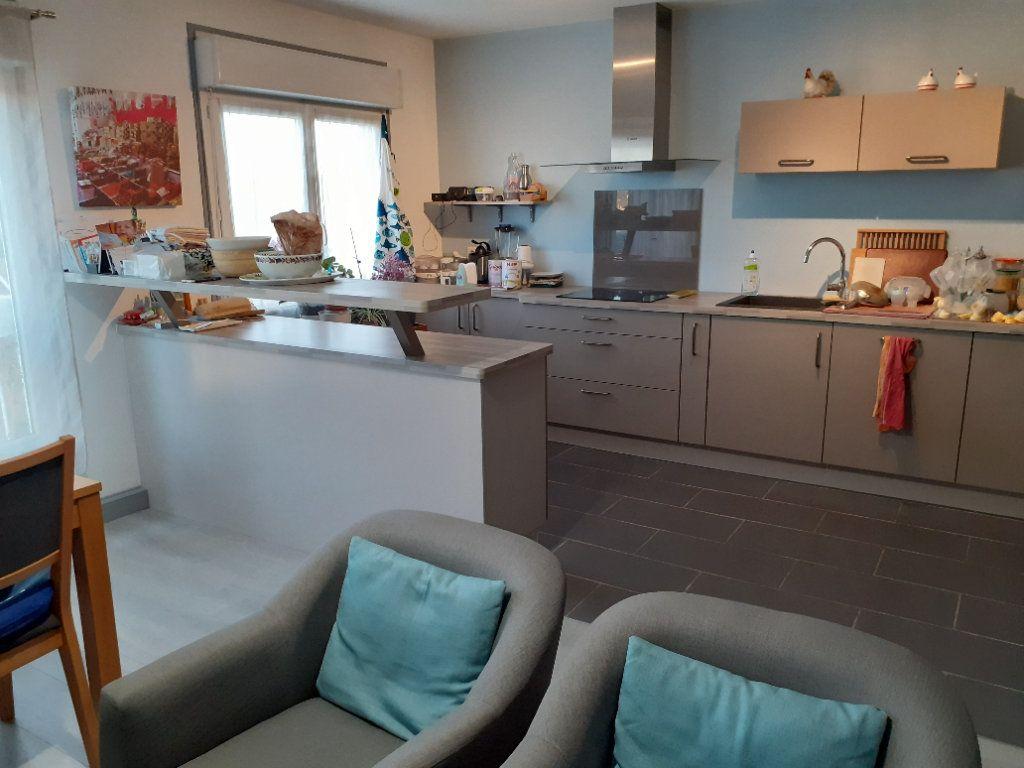 Appartement à louer 3 65.56m2 à Senlis vignette-2
