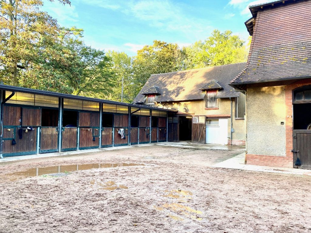 Maison à vendre 10 600m2 à Lamorlaye vignette-3