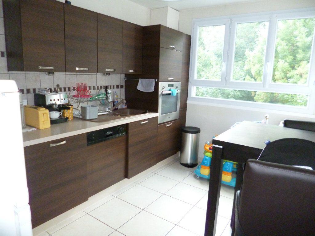 Appartement à louer 4 72.19m2 à Senlis vignette-2