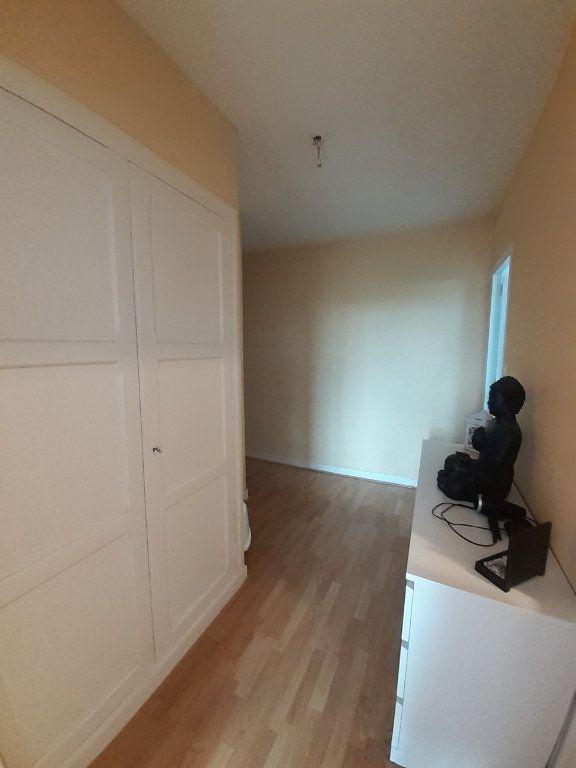 Appartement à louer 4 101.46m2 à Le Plessis-Belleville vignette-6