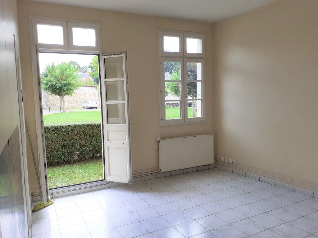 Appartement à louer 1 32.28m2 à Senlis vignette-2