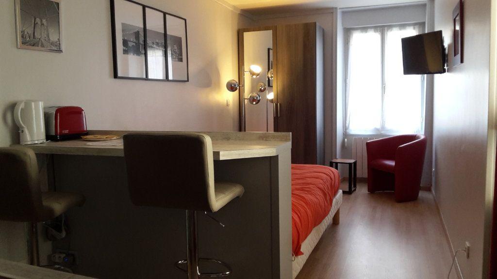 Appartement à louer 1 17.65m2 à Senlis vignette-1