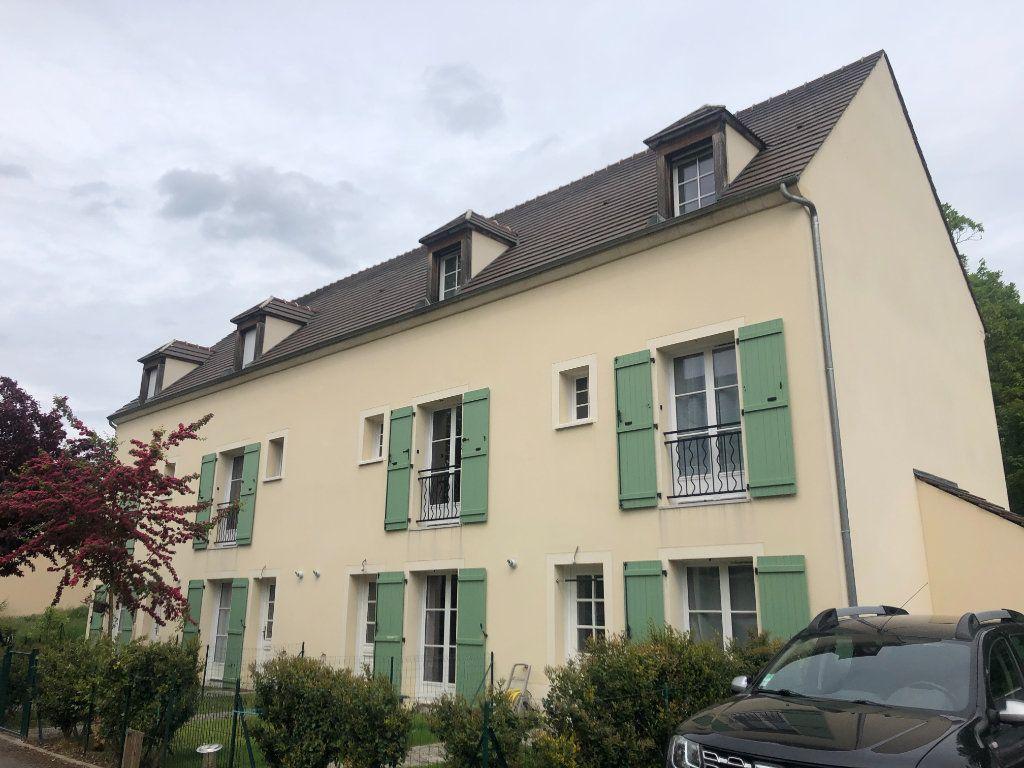 Appartement à louer 3 52.6m2 à La Chapelle-en-Serval vignette-1