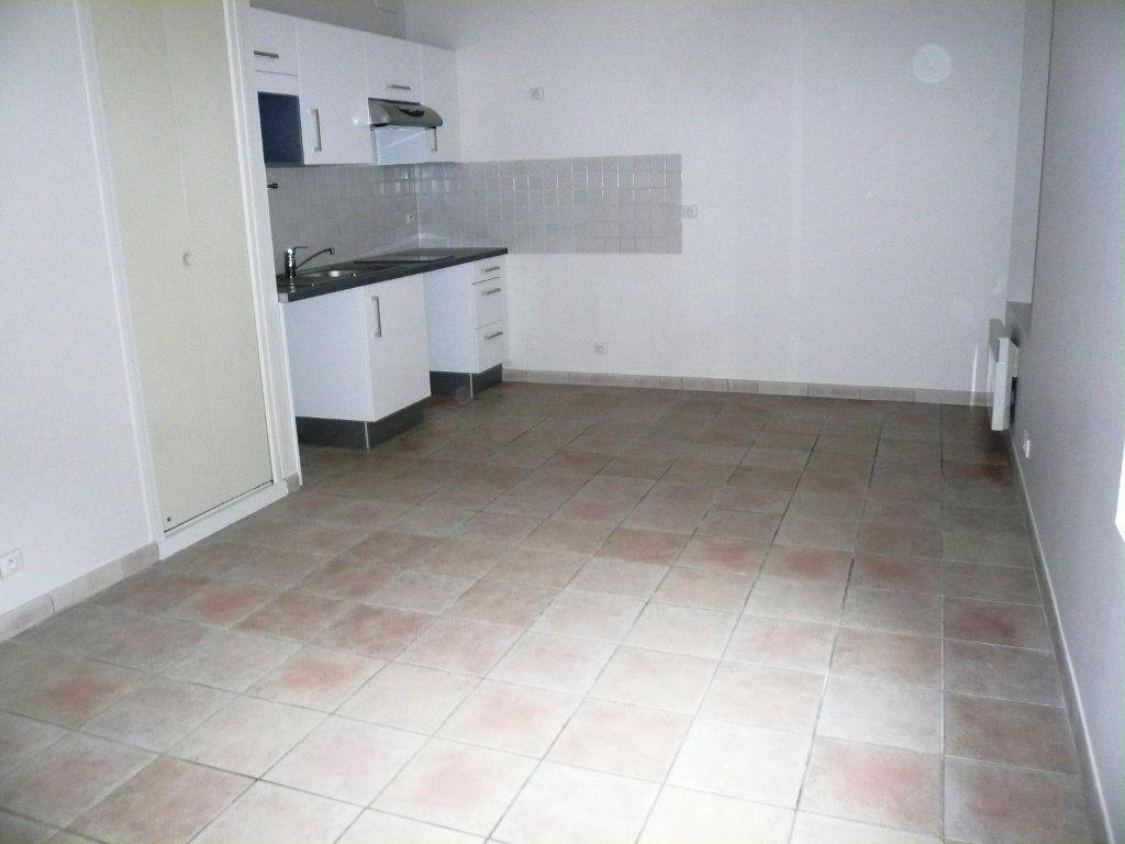 Appartement à louer 1 26m2 à Senlis vignette-2
