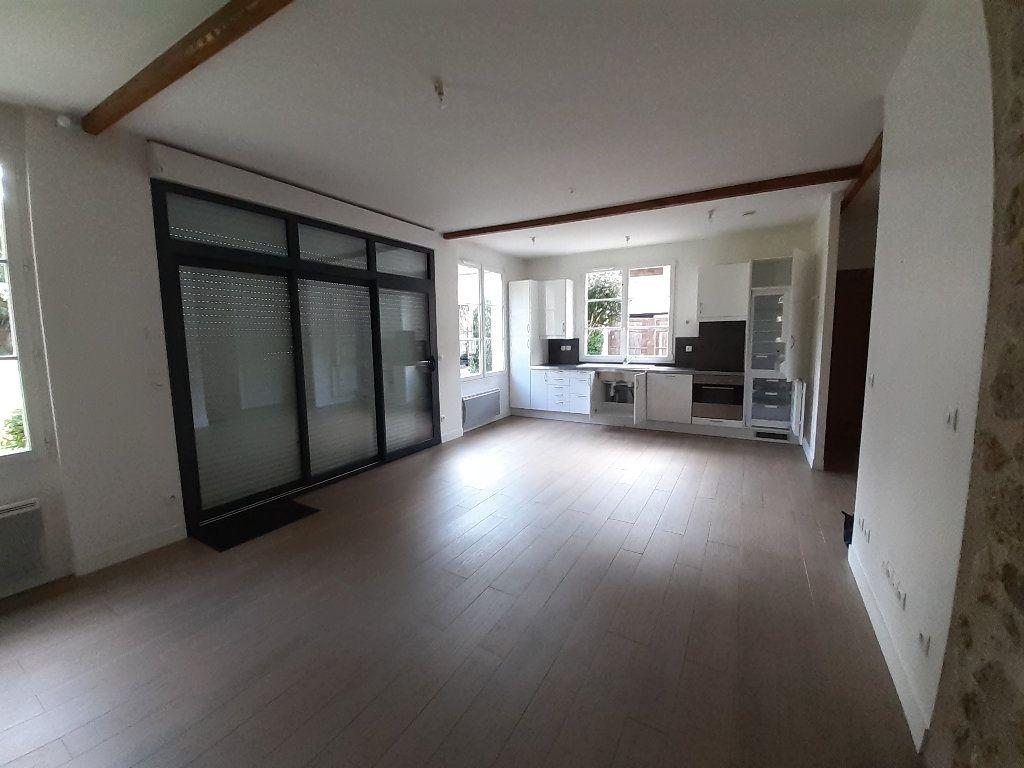 Appartement à louer 3 78.72m2 à Ermenonville vignette-2