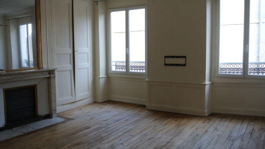 Appartement à louer 3 63.98m2 à Senlis vignette-1