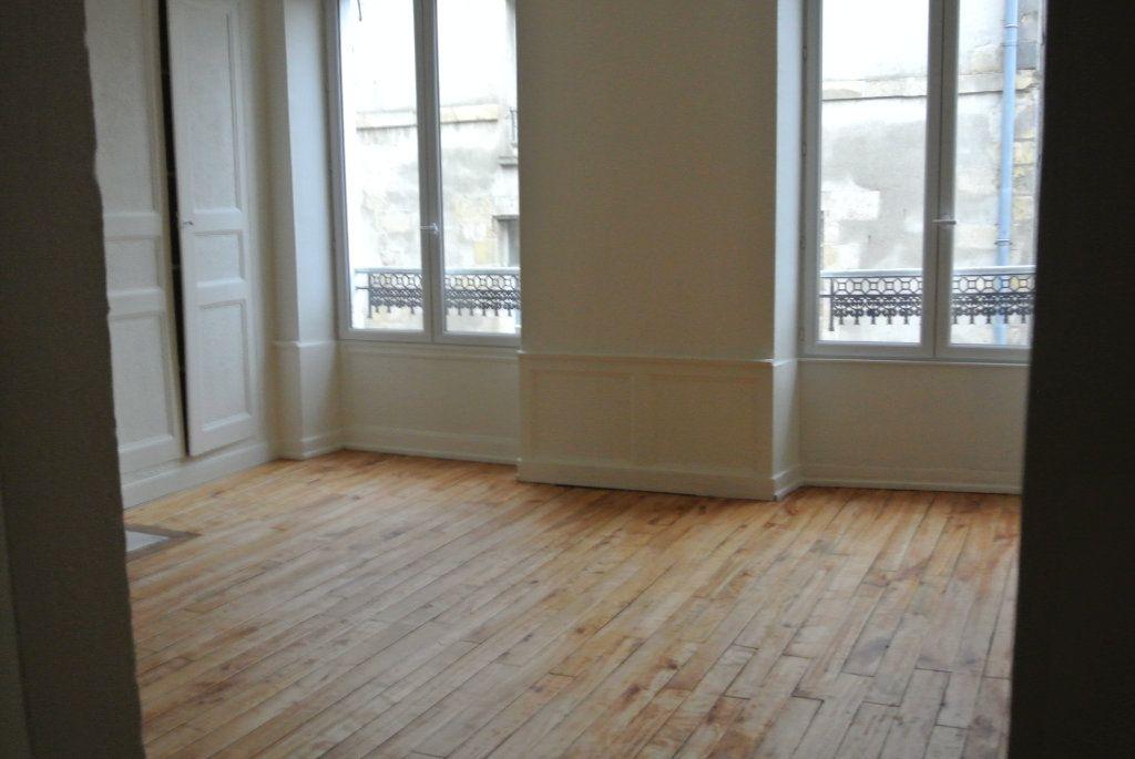 Appartement à louer 3 63.98m2 à Senlis vignette-2