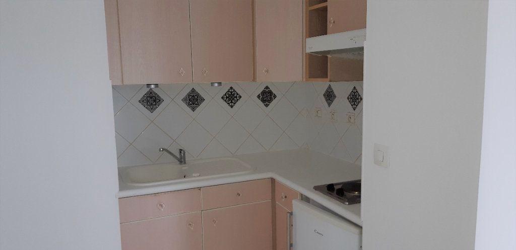 Appartement à louer 2 39.4m2 à La Chapelle-en-Serval vignette-3