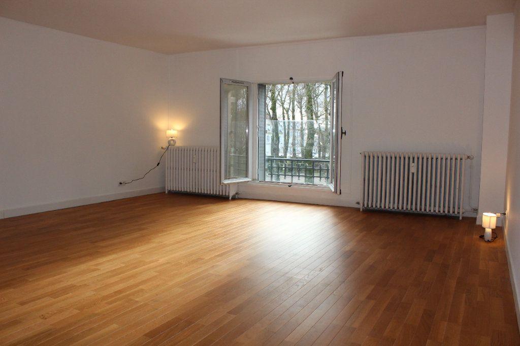 Appartement à louer 4 108.3m2 à Senlis vignette-2