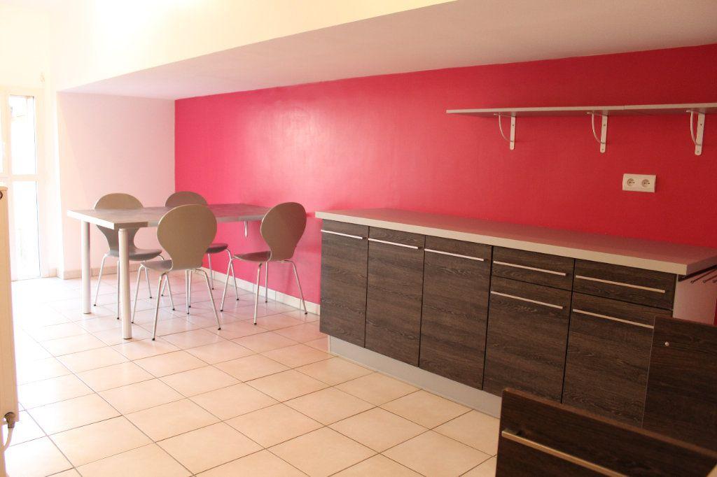 Appartement à louer 4 108.3m2 à Senlis vignette-3