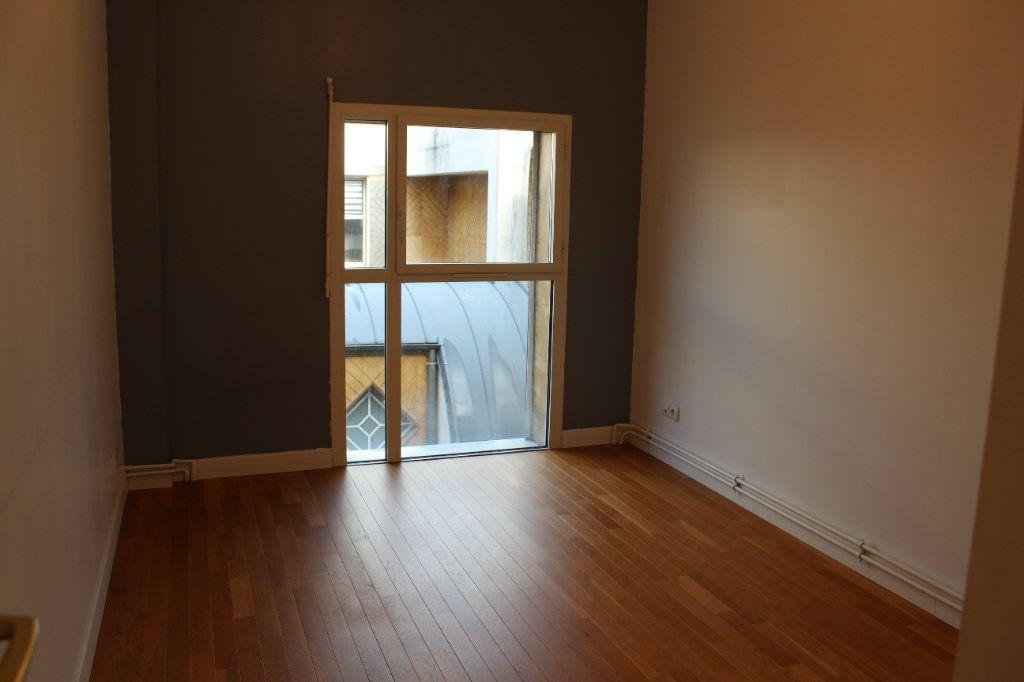 Appartement à louer 4 108.3m2 à Senlis vignette-5