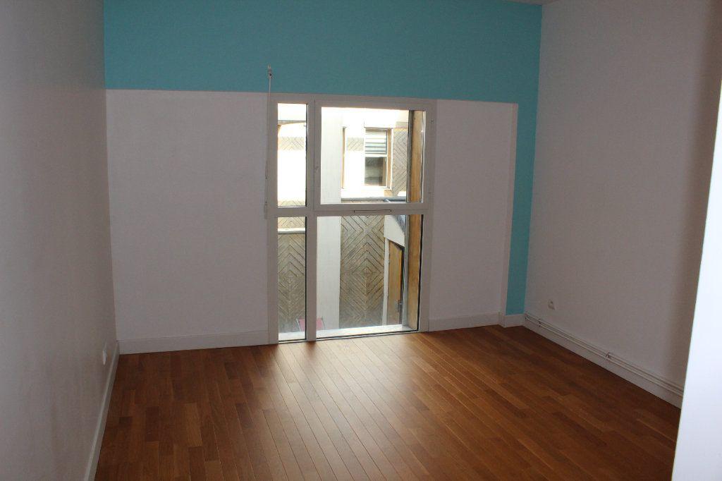 Appartement à louer 4 108.3m2 à Senlis vignette-6