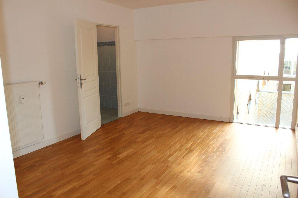 Appartement à louer 4 108.3m2 à Senlis vignette-7