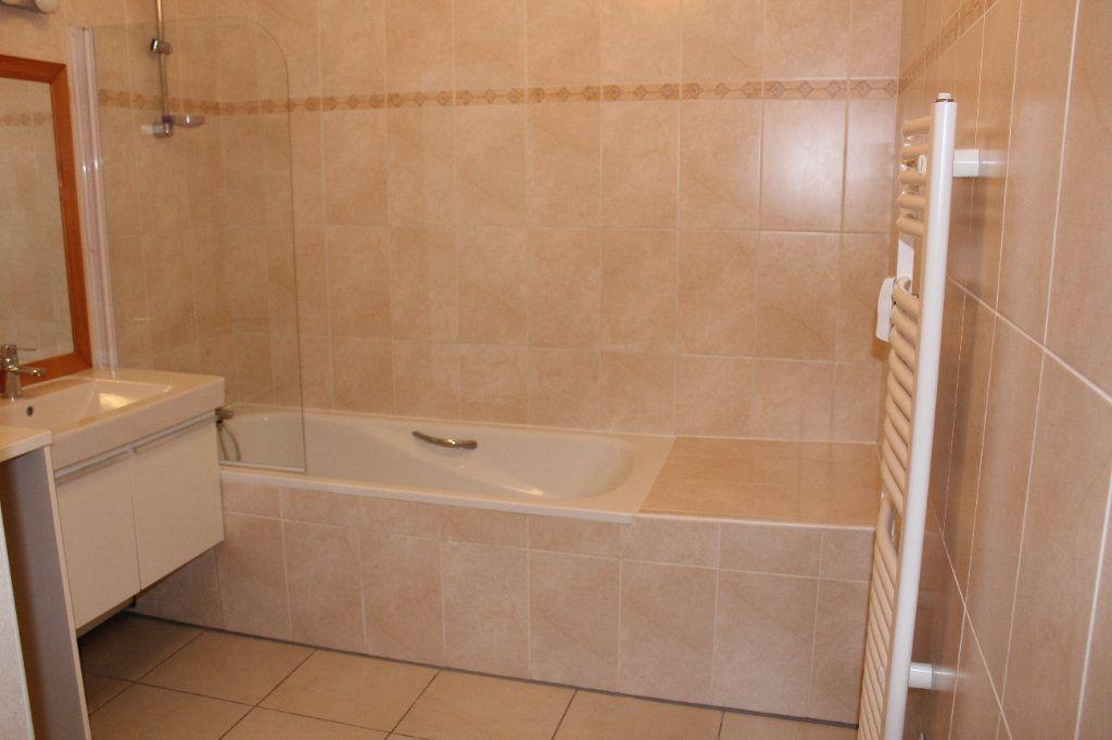 Appartement à louer 4 108.3m2 à Senlis vignette-9