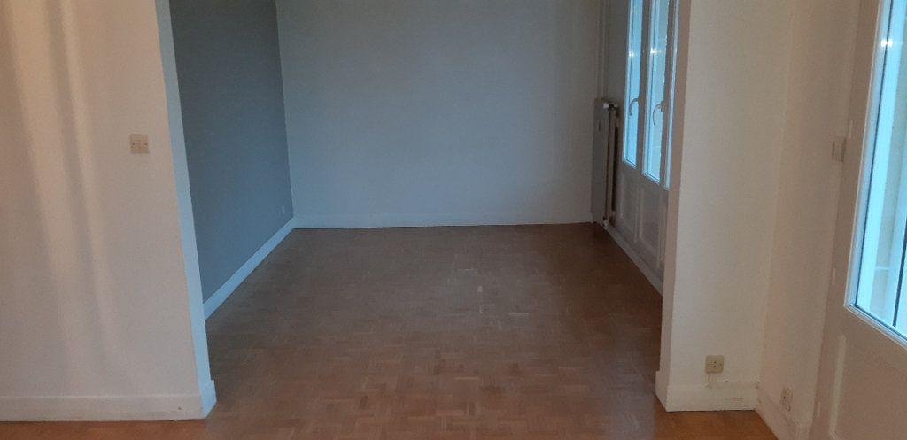 Appartement à louer 3 60.22m2 à Senlis vignette-4