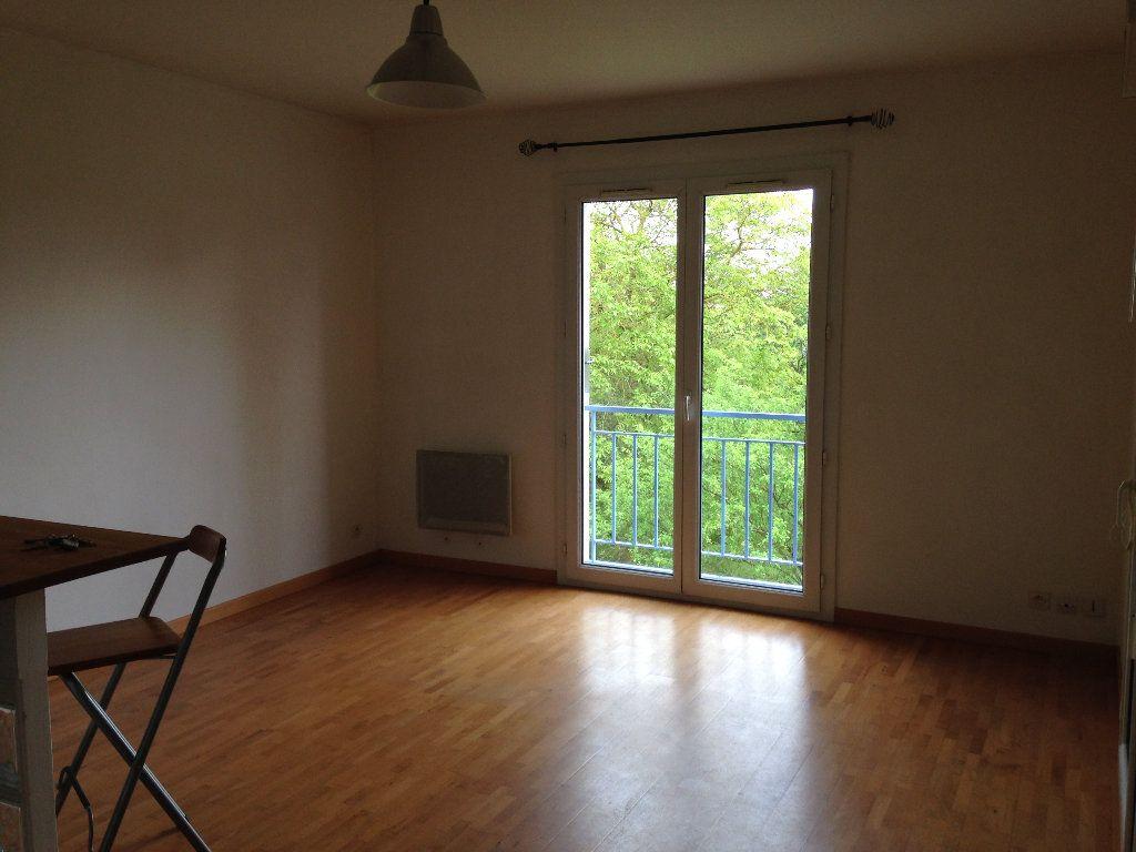 Appartement à louer 2 38.59m2 à Crépy-en-Valois vignette-3