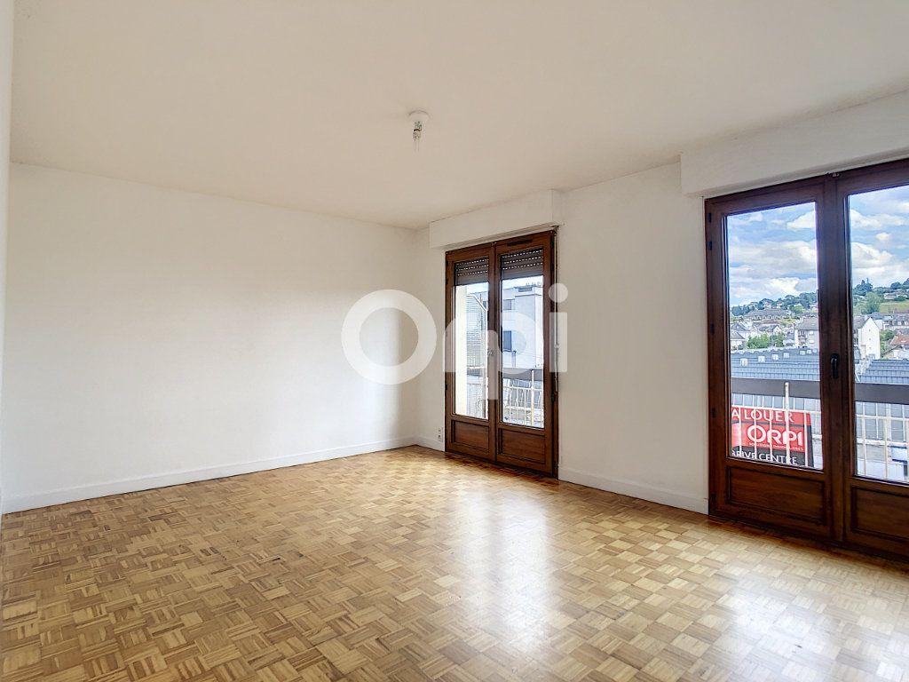 Appartement à louer 3 62.39m2 à Brive-la-Gaillarde vignette-1