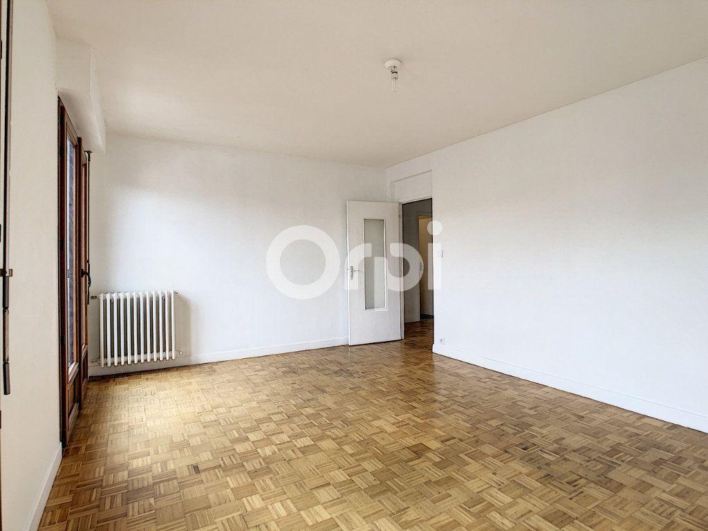 Appartement à louer 3 62.39m2 à Brive-la-Gaillarde vignette-2