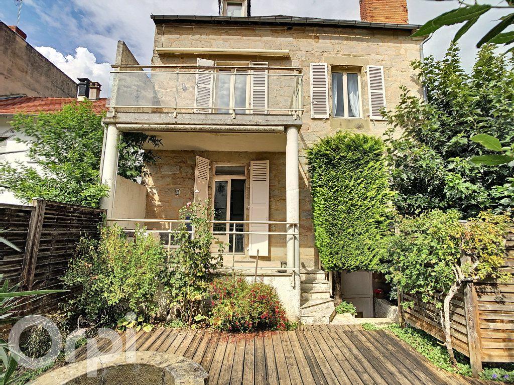Maison à vendre 9 165m2 à Brive-la-Gaillarde vignette-1
