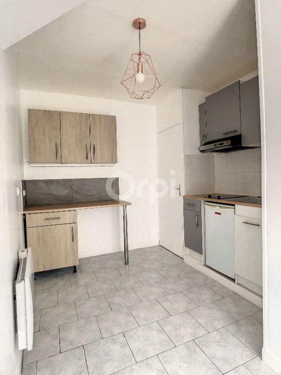 Appartement à louer 1 23m2 à Brive-la-Gaillarde vignette-1