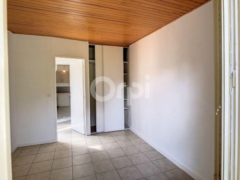 Appartement à louer 1 23m2 à Brive-la-Gaillarde vignette-3