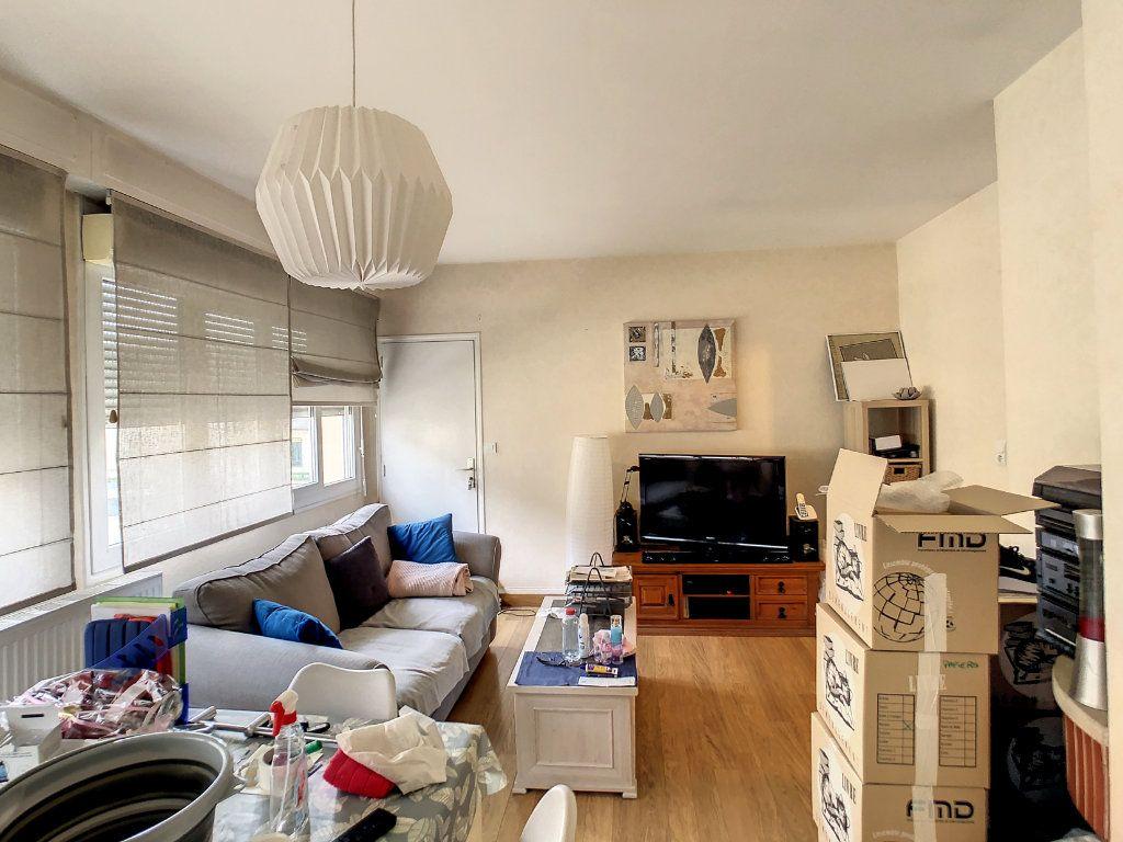Appartement à louer 4 72m2 à Brive-la-Gaillarde vignette-3